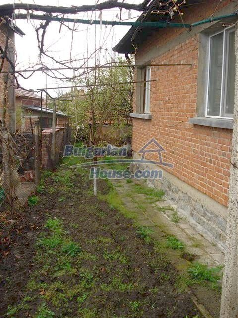 10852:17 - Single-storey house with a garden near the town center, Elhovo
