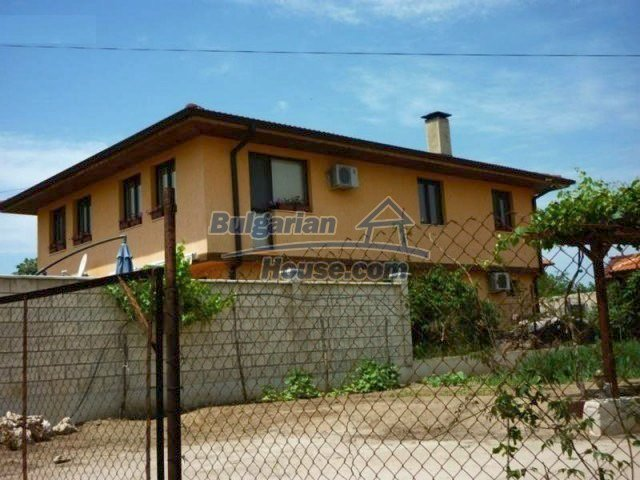 10893:3 - Property in a villa district close to the sea