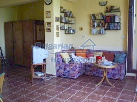 10898:3 - House in a popular residential area, sea view