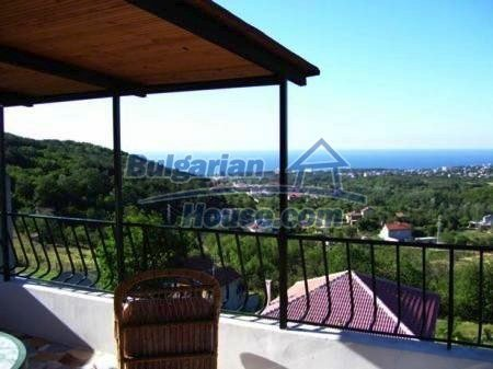 10898:8 - House in a popular residential area, sea view