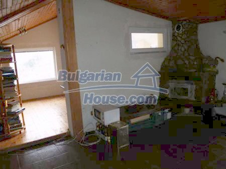 10900:2 - Thoroughly furnished house with a fireplace