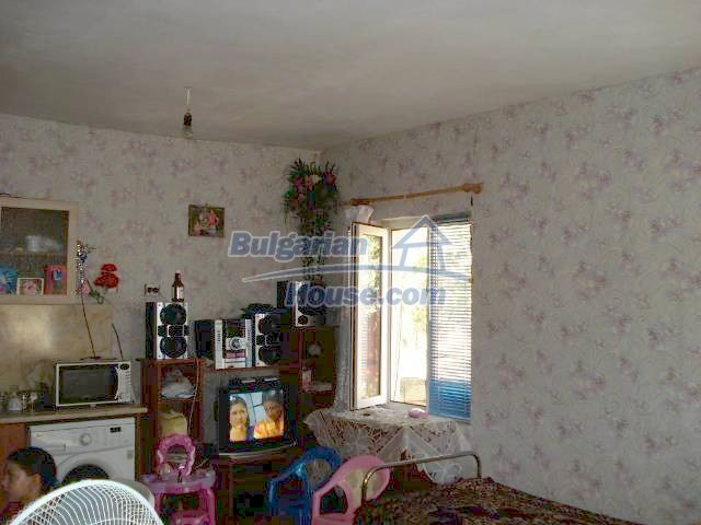 10920:5 - House with a big yard in Elhovo