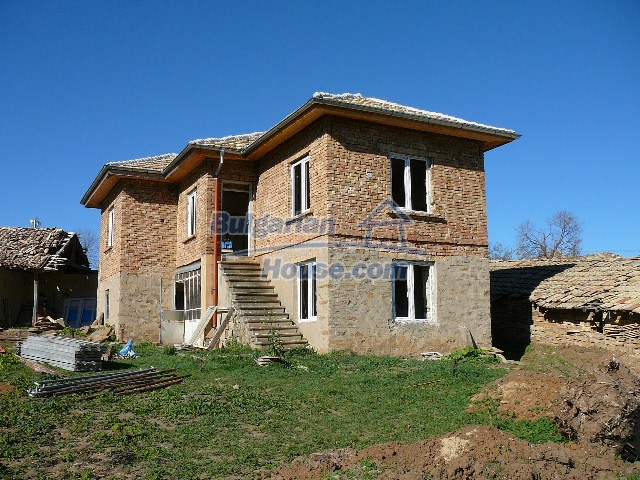 10280:25 - Buy Cheap Bulgarian house with stunning mountain view near lake