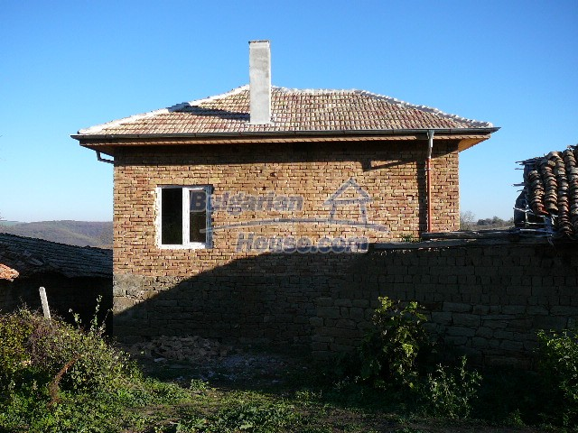 10280:28 - Buy Cheap Bulgarian house with stunning mountain view near lake