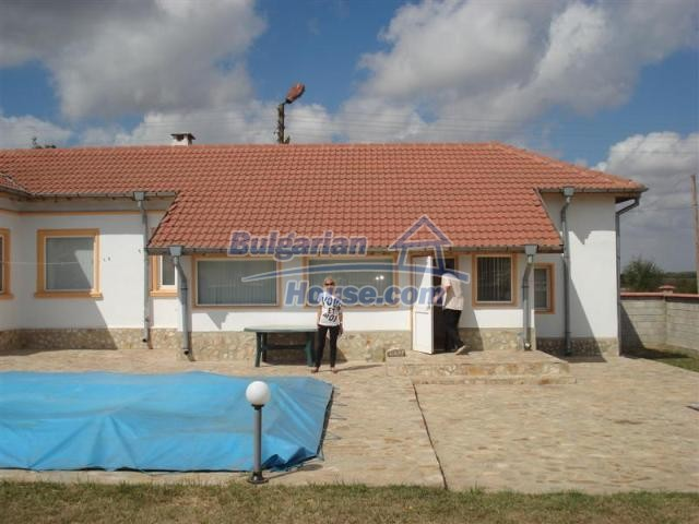 10941:3 - Coastal furnished house with a garden and a swimming pool