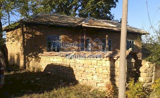 10948:8 - Nice and cheap rural house with a walnut tree in the yard