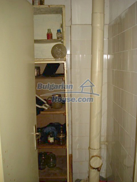 10986:13 - Large and cheap two-bedroom apartment near Elhovo