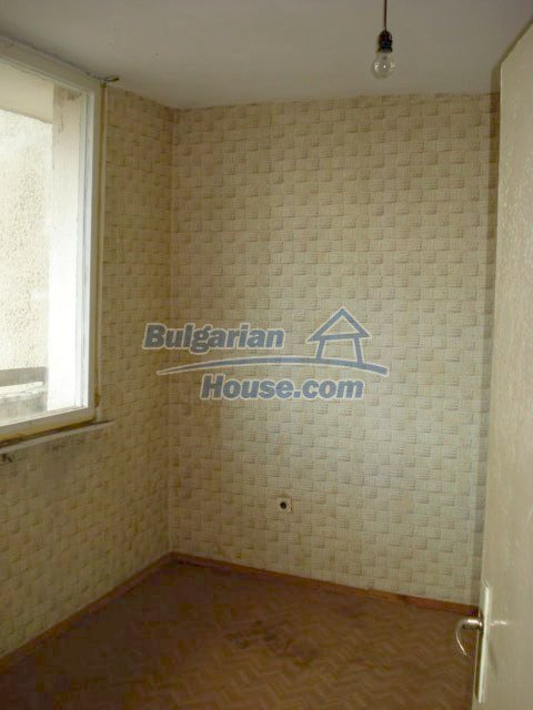 10986:14 - Large and cheap two-bedroom apartment near Elhovo