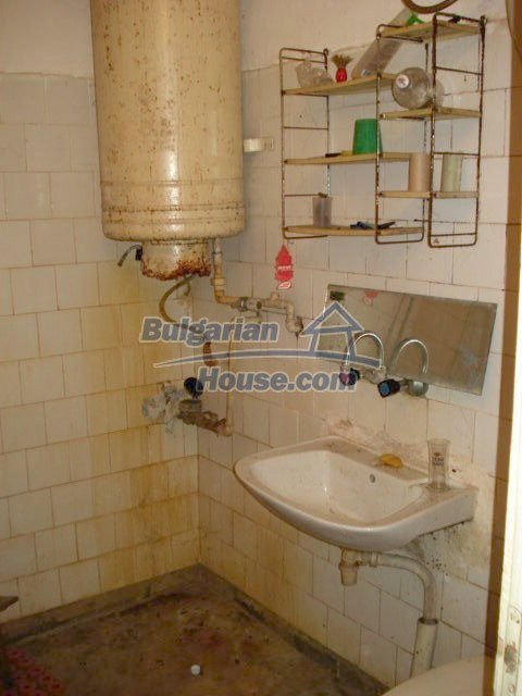 10986:15 - Large and cheap two-bedroom apartment near Elhovo