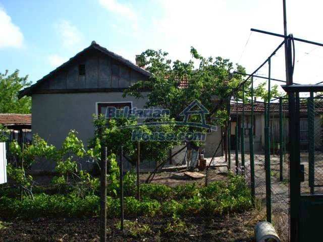 11023:4 - Pretty small rural house with plenty of fruit trees in the yard