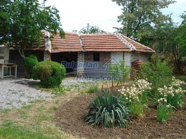 11033:15 - Well maintained renovated rural house