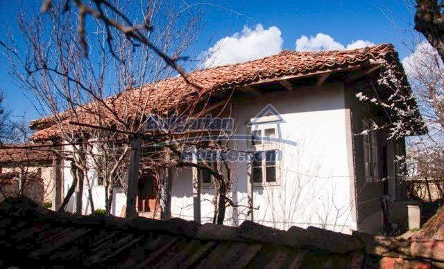 11041:1 - Old house with a tremendous garden plot, Shumen region