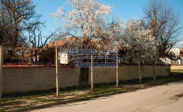 11041:2 - Old house with a tremendous garden plot, Shumen region
