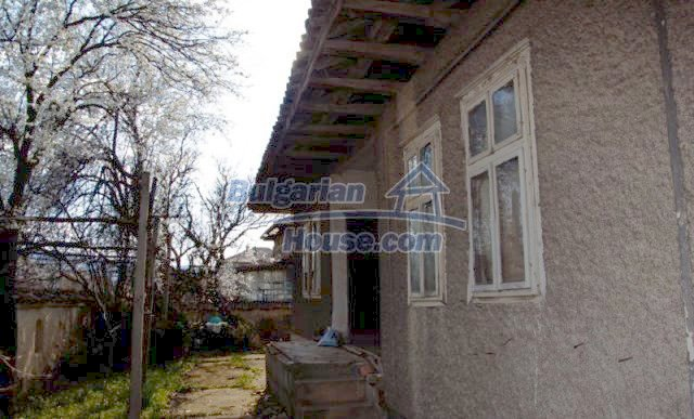 11041:3 - Old house with a tremendous garden plot, Shumen region