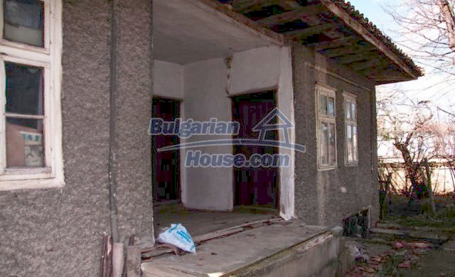 11041:4 - Old house with a tremendous garden plot, Shumen region