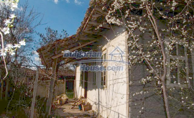11041:6 - Old house with a tremendous garden plot, Shumen region