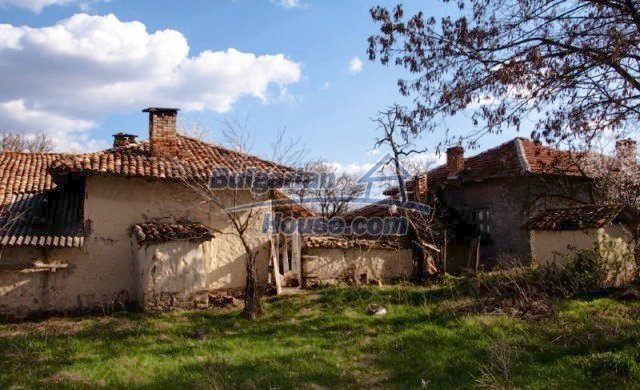 11041:7 - Old house with a tremendous garden plot, Shumen region