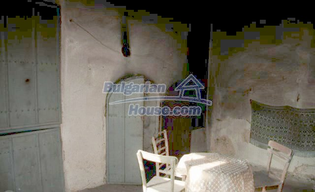 11041:12 - Old house with a tremendous garden plot, Shumen region