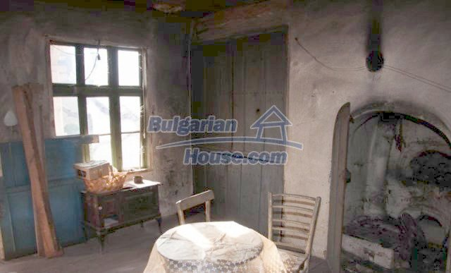 11041:13 - Old house with a tremendous garden plot, Shumen region