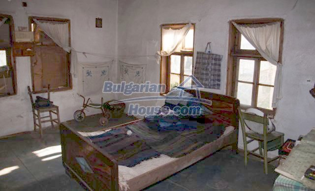 11041:14 - Old house with a tremendous garden plot, Shumen region