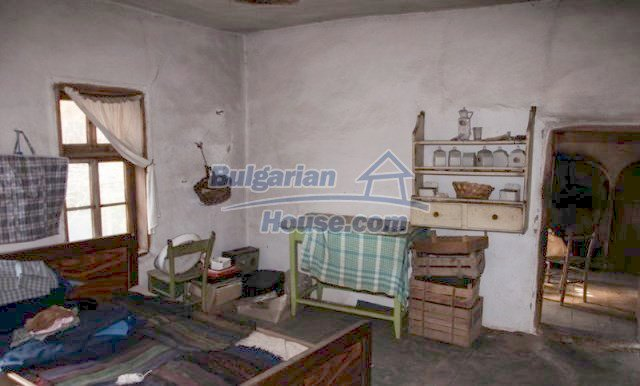 11041:15 - Old house with a tremendous garden plot, Shumen region