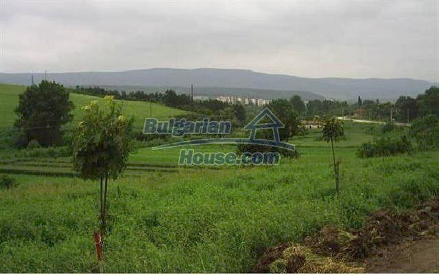 11041:20 - Old house with a tremendous garden plot, Shumen region