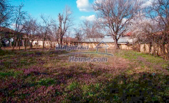 11041:9 - Old house with a tremendous garden plot, Shumen region