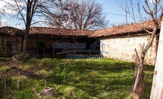 11041:10 - Old house with a tremendous garden plot, Shumen region