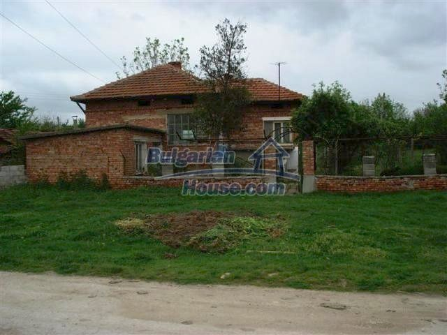 11060:1 - Brick property near a huge lake, adorable countryside