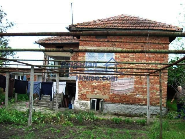 11060:12 - Brick property near a huge lake, adorable countryside