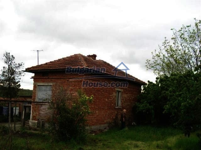 11060:10 - Brick property near a huge lake, adorable countryside