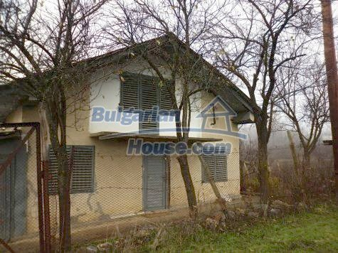11077:1 - Small Bulgarian house in an incredible hilly countryside