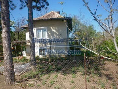 11081:3 - Compact house near Vratsa, excellent rural property investment