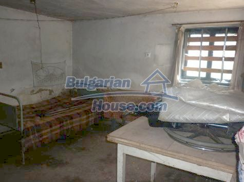 11081:7 - Compact house near Vratsa, excellent rural property investment