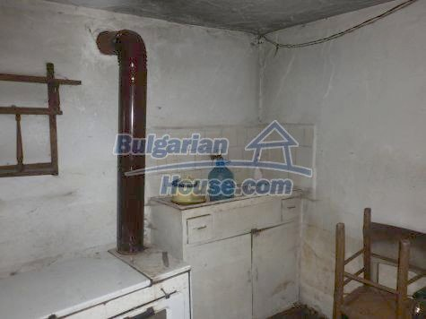 11081:8 - Compact house near Vratsa, excellent rural property investment