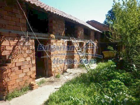 11081:15 - Compact house near Vratsa, excellent rural property investment