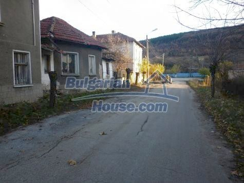 11082:3 - Very cheap functional rural house near Vratsa