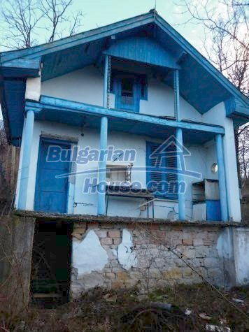 11083:1 - Small Bulgarian house in a pretty village