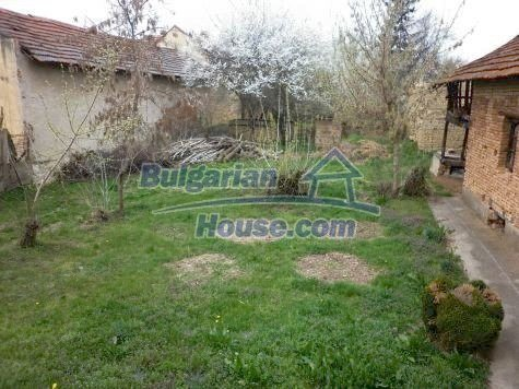 11101:8 - Cheap old house with a summer kitchen and a garden, Vratsa