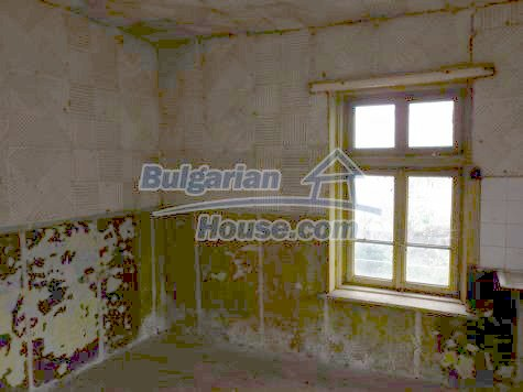 11101:22 - Cheap old house with a summer kitchen and a garden, Vratsa