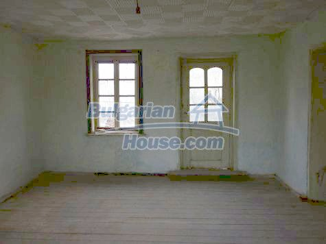 11101:18 - Cheap old house with a summer kitchen and a garden, Vratsa