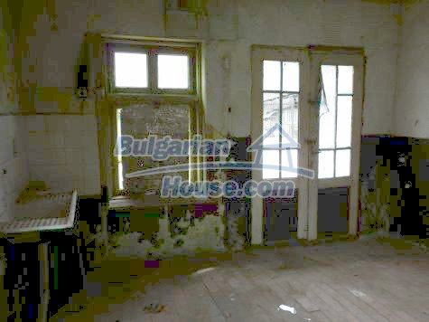 11101:24 - Cheap old house with a summer kitchen and a garden, Vratsa
