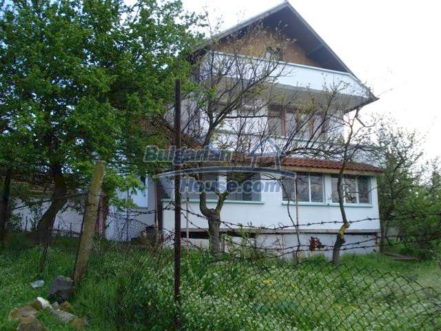 11106:1 - Two-storey house in a beautiful village, Yambol region