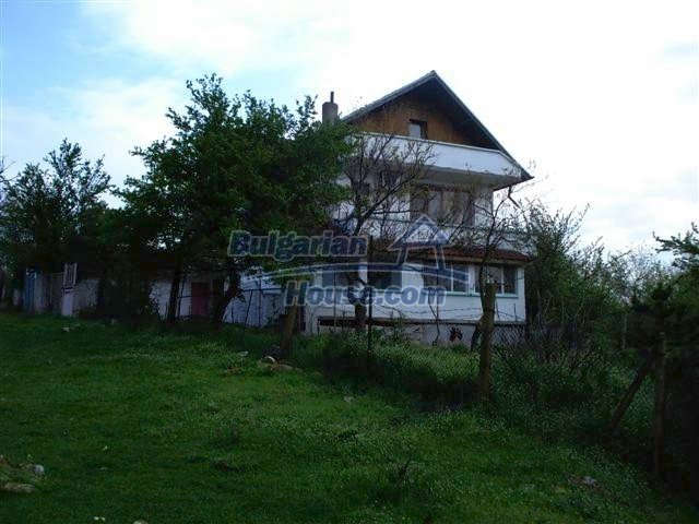 11106:2 - Two-storey house in a beautiful village, Yambol region