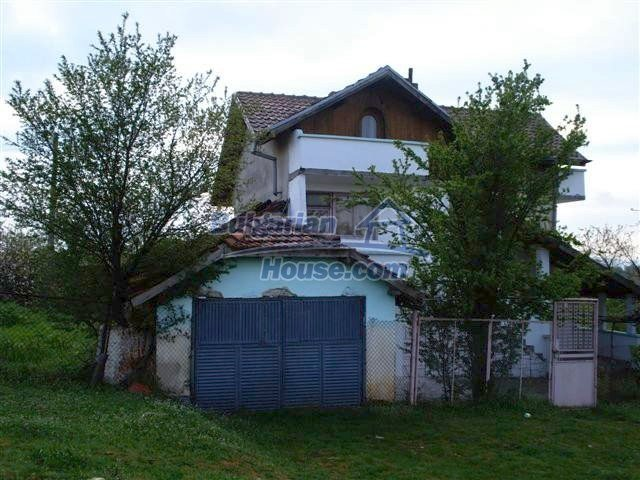 11106:4 - Two-storey house in a beautiful village, Yambol region
