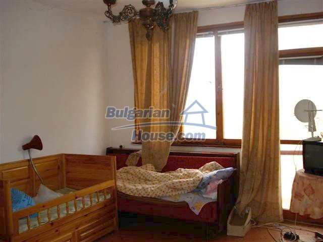 11106:13 - Two-storey house in a beautiful village, Yambol region