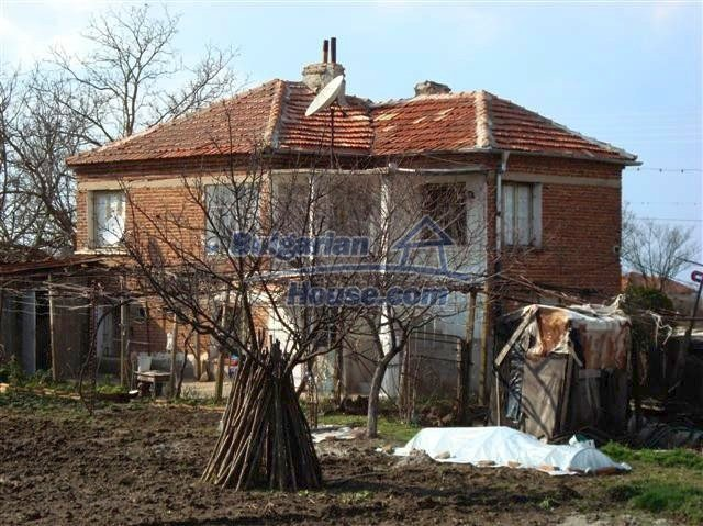 11129:1 - Massive rural house 15 km from Elhovo, quiet countryside