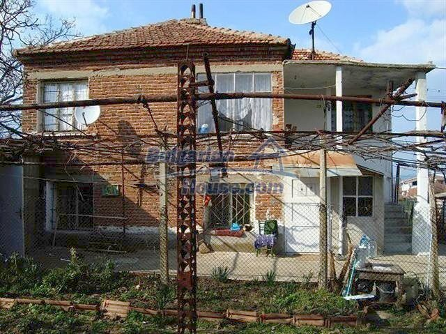 11129:2 - Massive rural house 15 km from Elhovo, quiet countryside