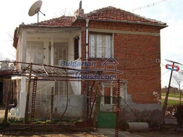 11129:3 - Massive rural house 15 km from Elhovo, quiet countryside