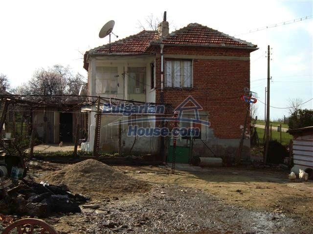 11129:5 - Massive rural house 15 km from Elhovo, quiet countryside